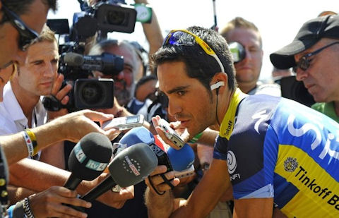 Everybody wants to talk to Alberto before Stage 7