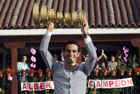 Esperanza Aguirre, president of Madrid, and Alberto Contador, winner of the 2011 Giro d'Italia